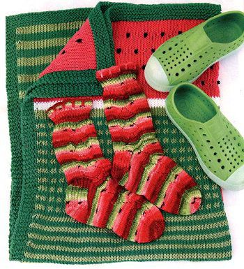 детские носки и плед